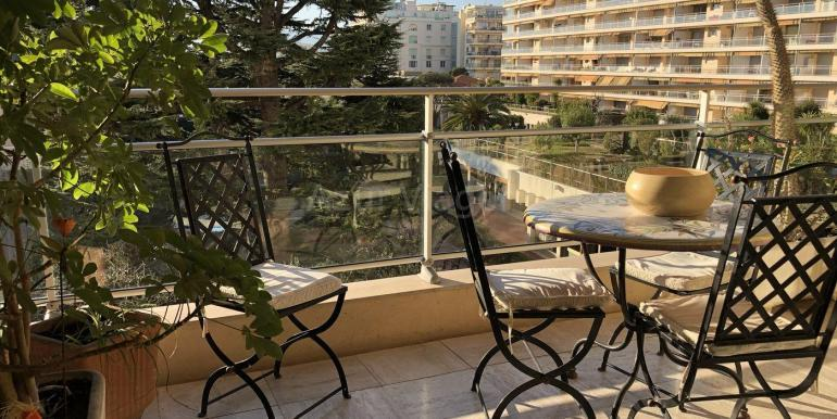Alpes-Maritimes - CANNES 06400 - REF 11 1084 balcon