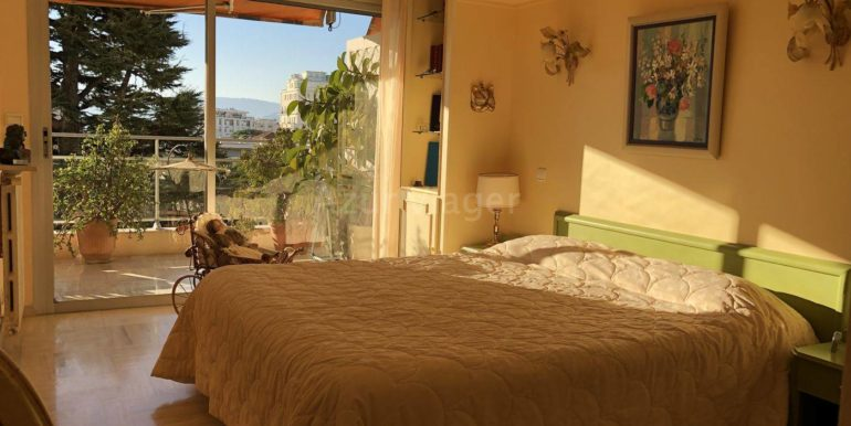 Alpes-Maritimes - CANNES 06400 - REF 11 1084 chambre